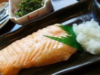 おむすび美人の朝食「鮭ハラス定食」の鮭が激ウマ